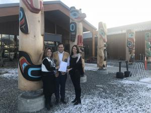 Yukon First Nations Culture & Tourism Association President Marilyn Jensen, Indigenous Tourism Association of Canada CEO Keith Henry and Minister of Tourism and Culture Jeanie Dendys