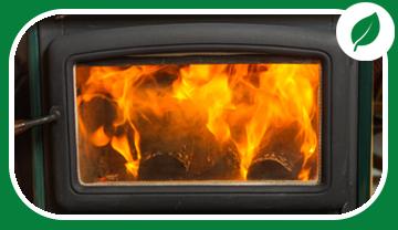 Poêle à bois avec porte vitrée permettant de voir les flammes