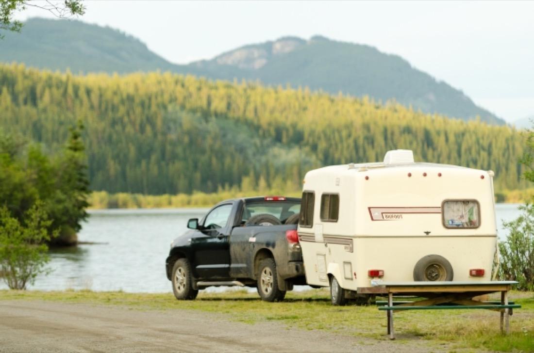 Emplacement pour camion et caravane.