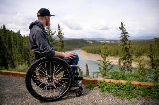River viewpoint along the Tágà Schrō wheelchair-accessible trail